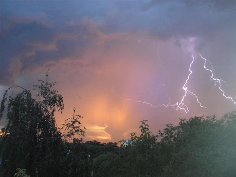 МЧС снова предупреждает о грозе и сильном ветре в регионе