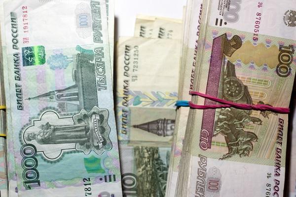 Мичуринский предприниматель передал полицейскому конверт с деньгами