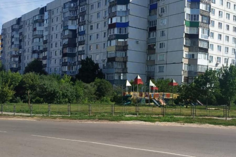 На одной из детских площадок Тамбова установили ограждение
