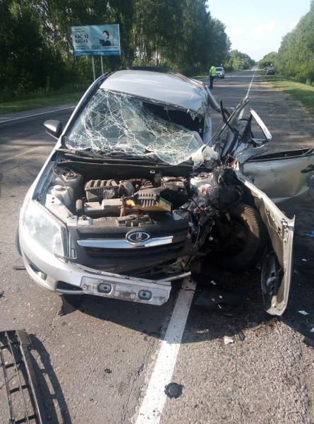 На трассе в Тамбовском районе фургон перевернулся после встречного столкновения