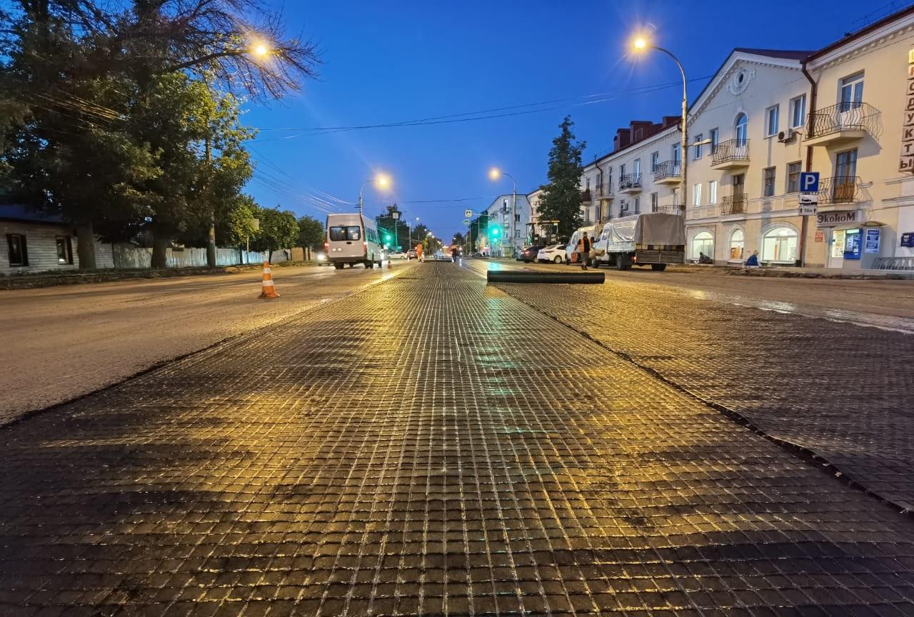 На улице Гастелло начали укладывать выравнивающий слой покрытия