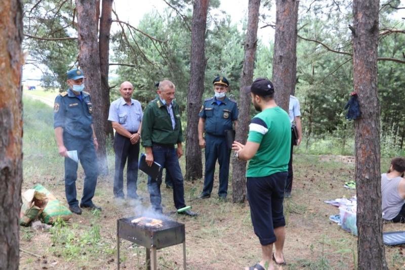 Отдыхающих в лесах Тамбовской области предупредили сотрудники МЧС