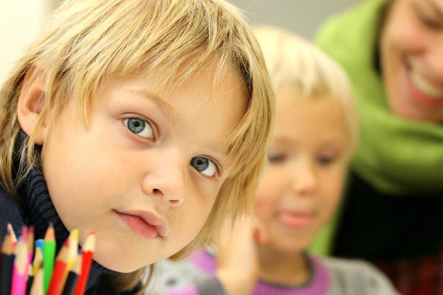 Правительство РФ внесёт поправки о досрочном начале выплат на школьников