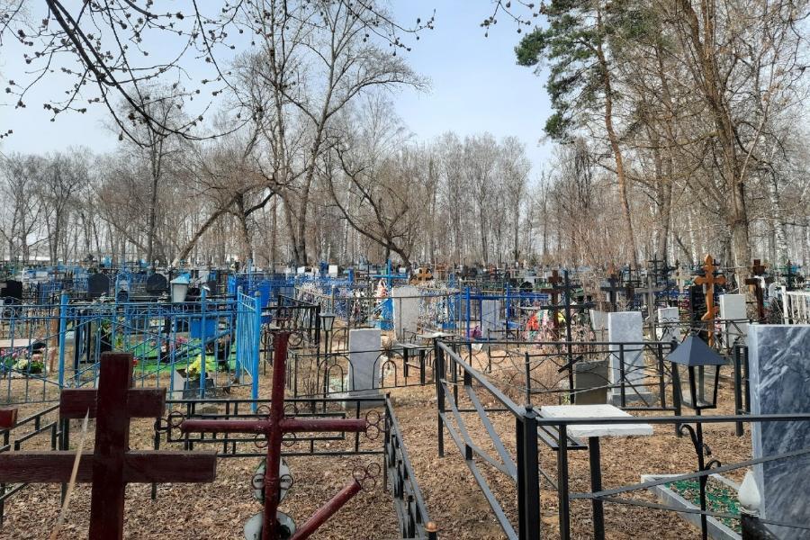 С одного из кладбищ в Тамбовской области долгое время не вывозили мусор