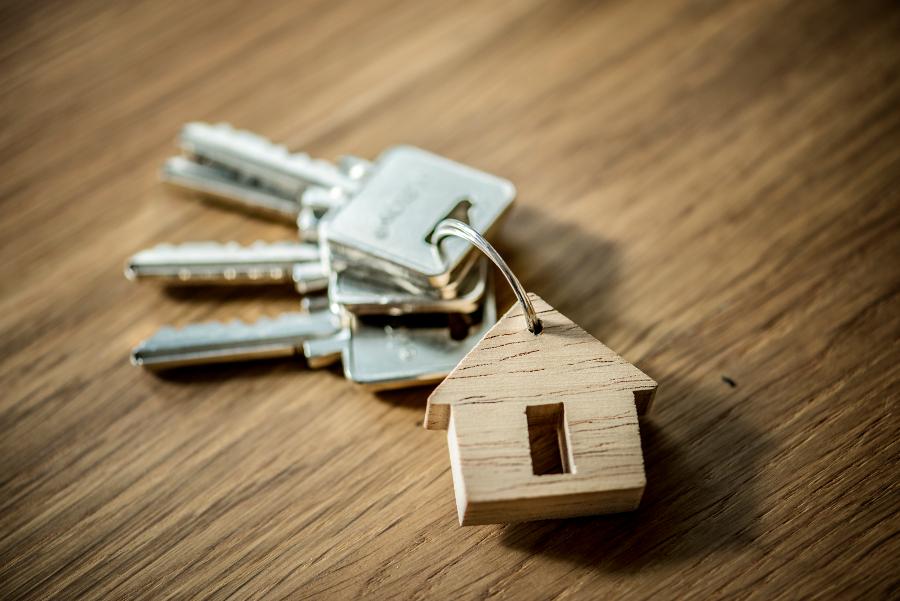 Сирота в Тамбове через прокуратуру добивается положенной ему квартиры