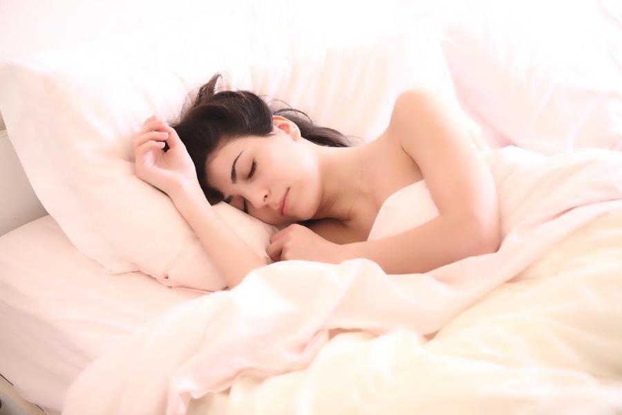 Сомнолог дал несколько советов, как избежать бессонной ночи
