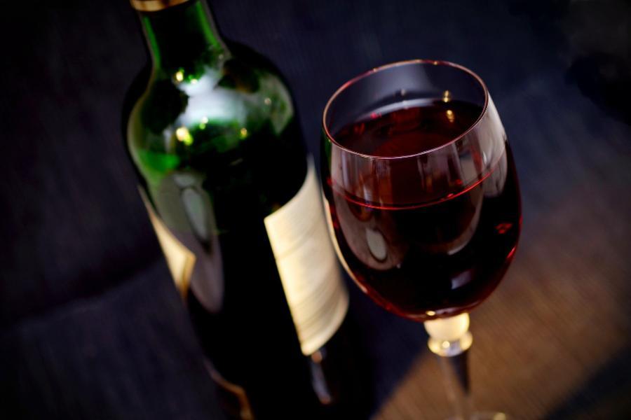 Тамбовские полицейские изъяли больше 10-ти тысяч единиц контрафактного алкоголя