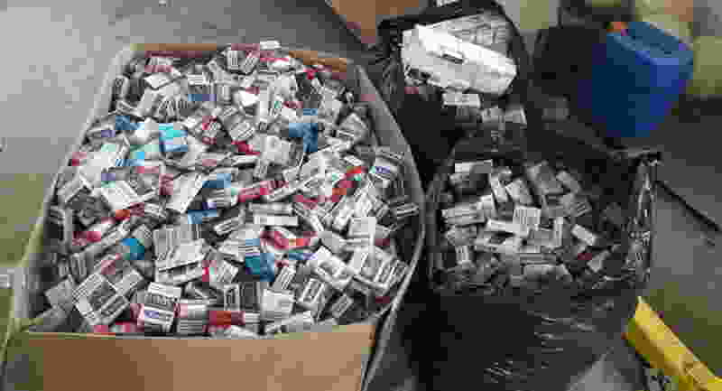 Тамбовские полицейские нашли контрабандные сигареты на центральном рынке