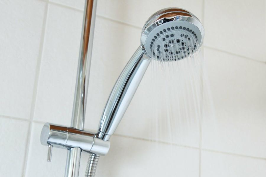 Терапевт назвала группу людей, которым опасно практиковать контрастный душ