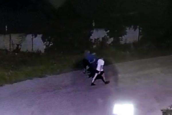 Трое злоумышленников избили и ограбили тамбовчанина