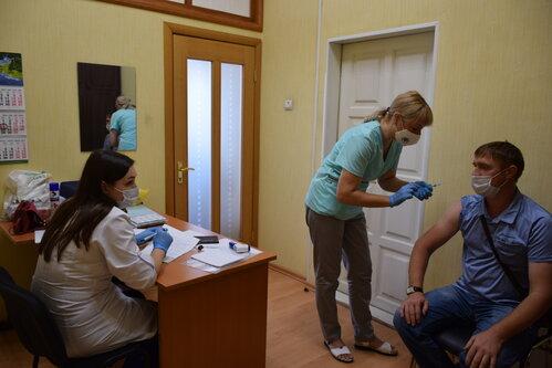 В Тамбове проходит массовая вакцинация от коронавируса