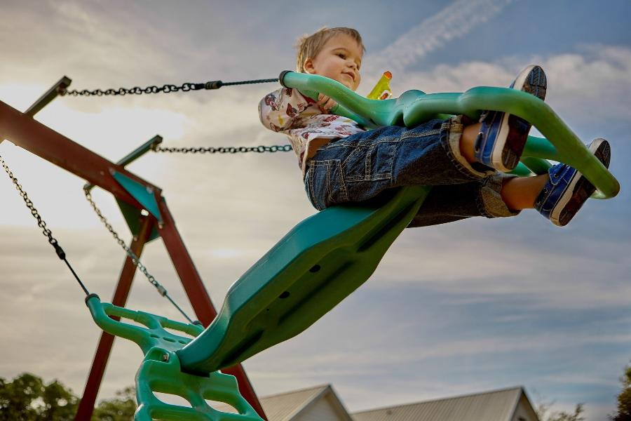 В Тамбовской области отремонтировали детскую площадку