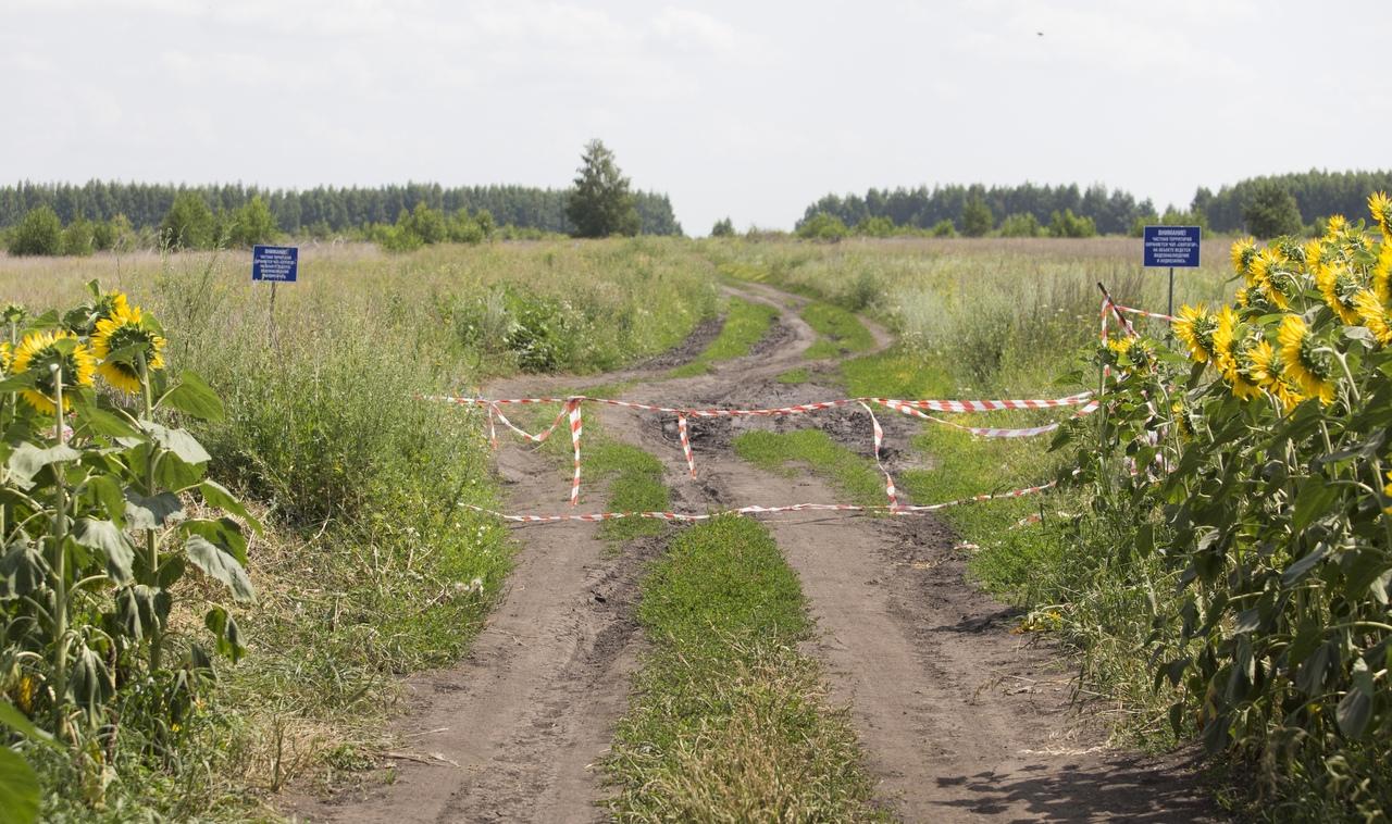 Владелец участка, на котором хотят построить свалку, перекрыл дорогу