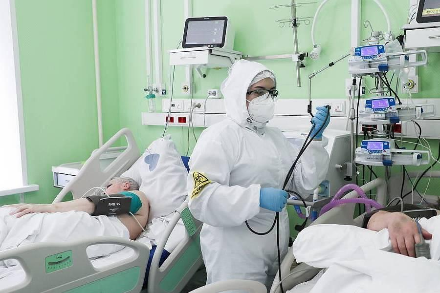 Врач предупредил о возможном наборе веса переболевших коронавирусом