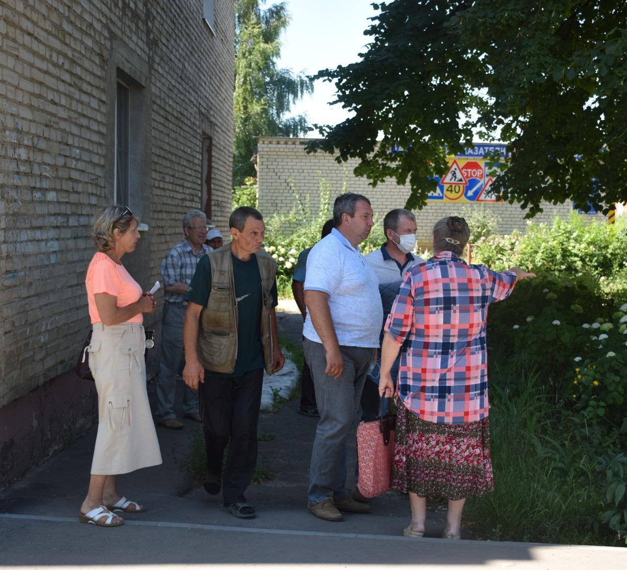 Жильцам многоэтажки на улице Карла Маркса пообещали решить проблему с водоотведением