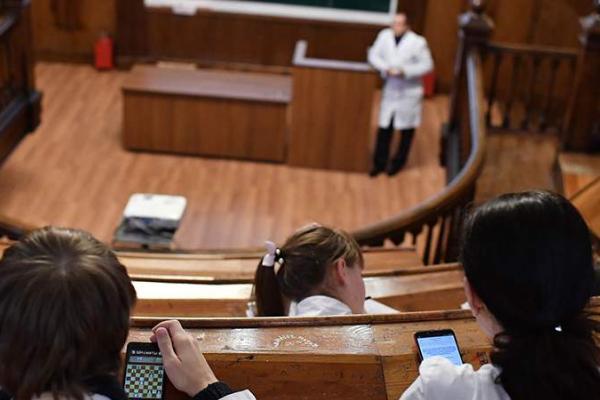 Иностранные студенты смогут въехать в Россию для продолжения обучения