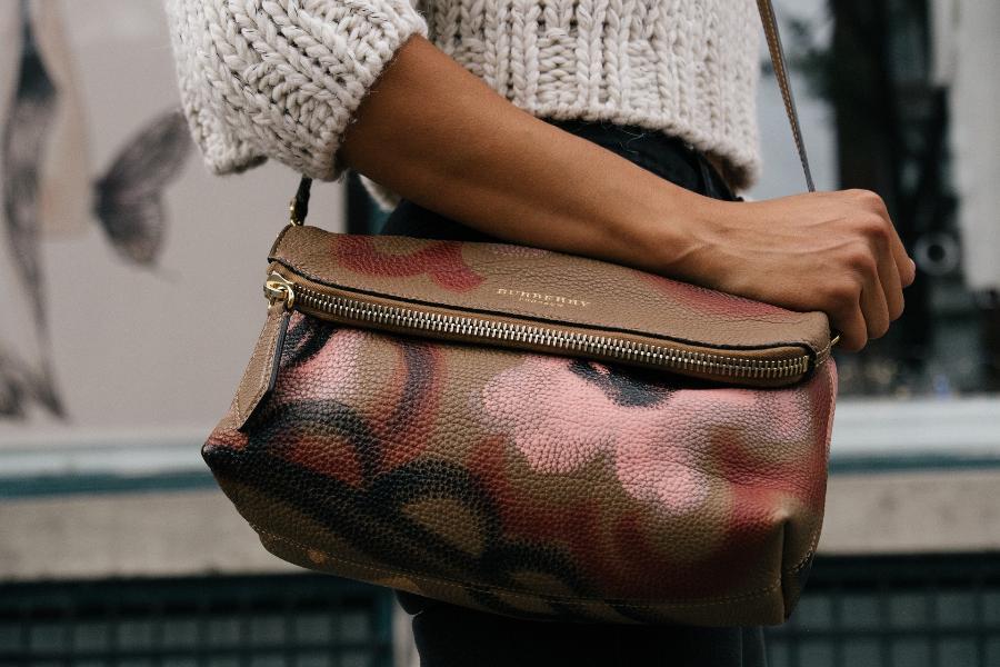 Из сумки жительницы Мичуринска украли деньги