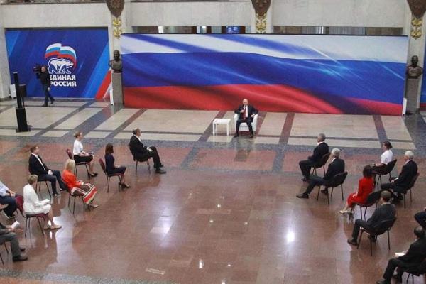 """На встрече с представителями """"Единой России"""" Путин поддержал идею моратория на проверки малого бизнеса"""