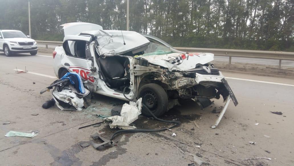 """Под Тамбовом водитель такси врезался в """"КамАЗ"""": пассажир скончался"""
