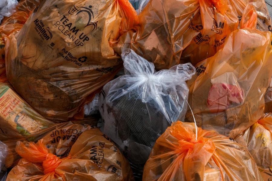 Прокуратура требует убрать несанкционированную свалку в Первомайском районе