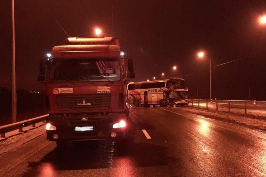 Прокуратура взяла на контроль ДТП с участием автобуса и грузовика