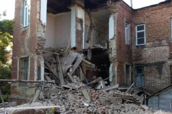 Прокуратура взяла на контроль результат проверки по факту обрушения стены дома на Октябрьской