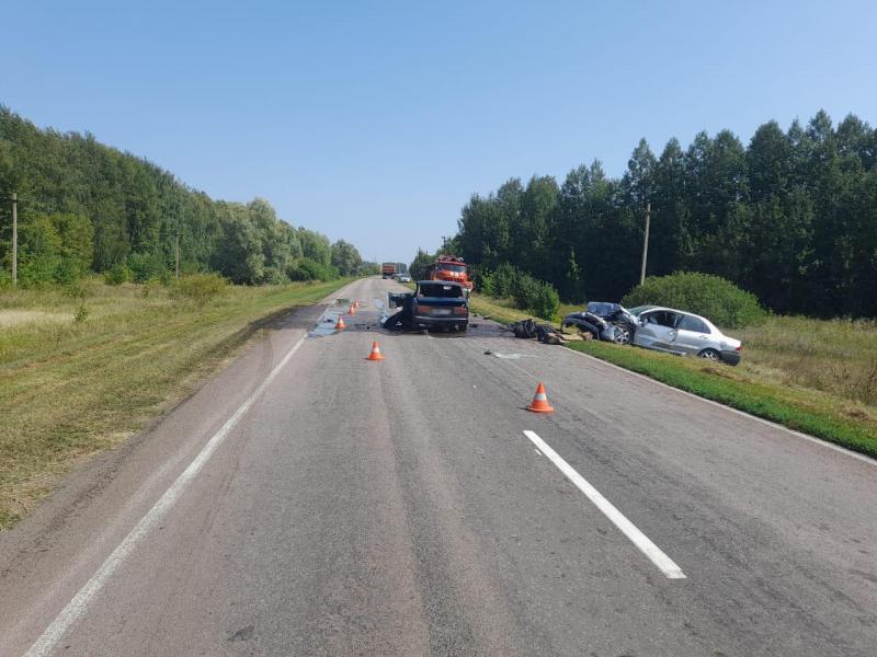 «Семёрка» столкнулась с двумя автомобилями на трассе в Жердевском районе