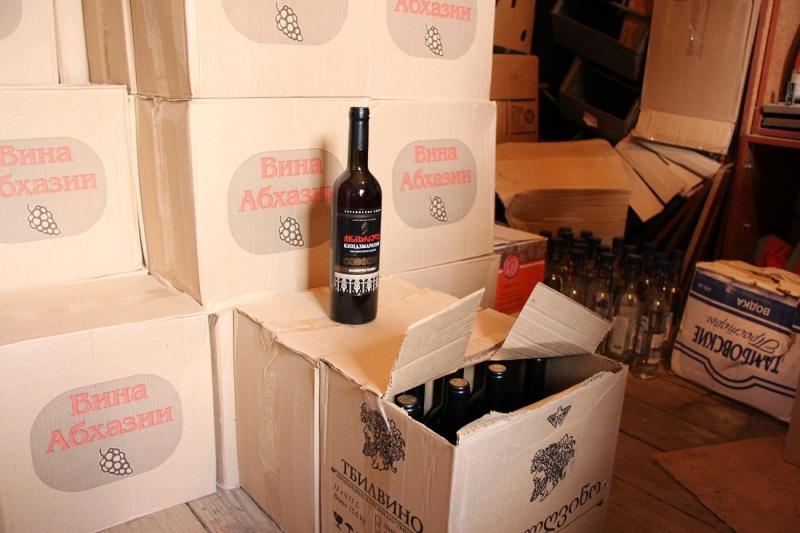 Шесть мужчин занимались поставками контрафактного алкоголя на территорию Тамбовской области
