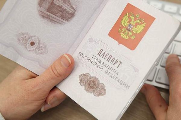 Стал известен порядок замены бумажного паспорта на смарт-карту