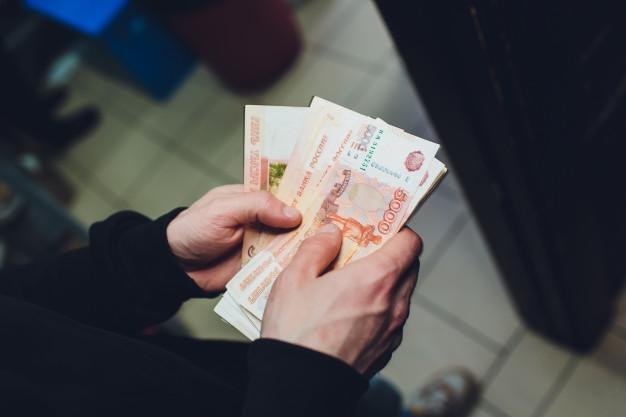 Тамбовчанин украл из кошелька сотрудницы магазина 20 тысяч рублей