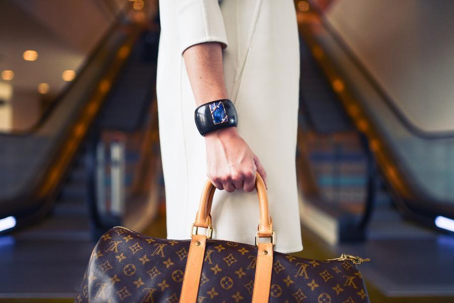 Тамбовчанка оставила свою сумку без присмотра, и у неё украли деньги