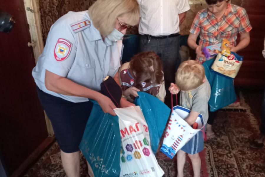 Тамбовские полицейские помогают детям из малообеспеченных семей собраться в школу