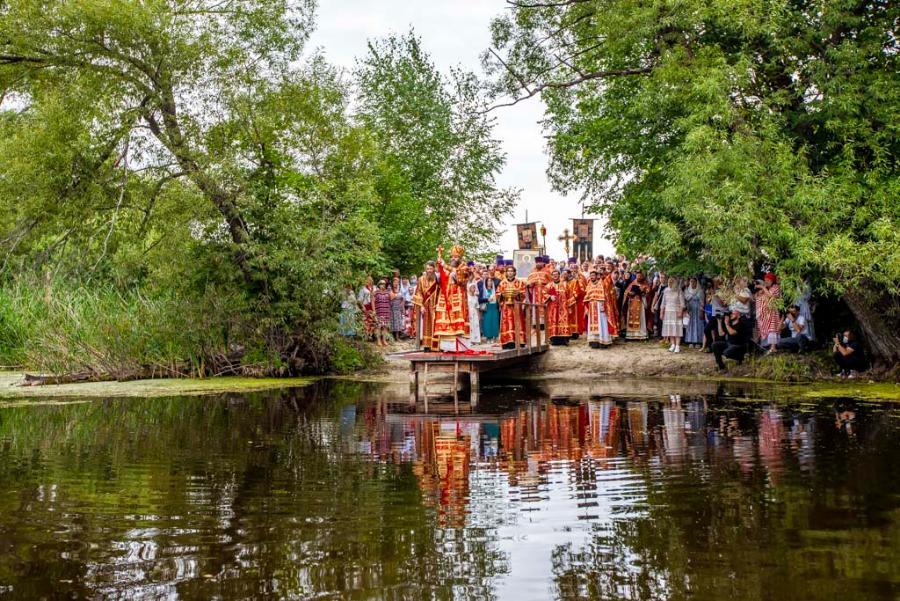 В день памяти святого Пантелеимона совершён крестный ход на монастырское озеро
