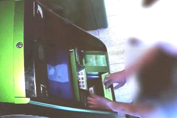 В Кирсановском районе банкомат выдал женщине чужие 5 тысяч рублей