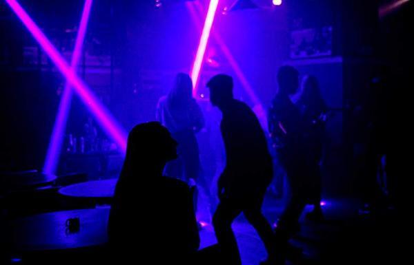 В КПРФ предложили ограничить работу ночных клубов