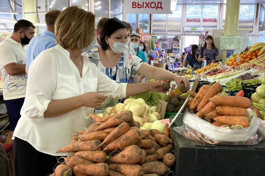 """В России работают меры по снижению цен на овощи, предложенные депутатами """"Единой России"""""""