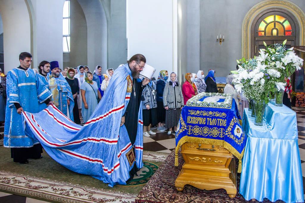 """В Тамбов доставили мироточивую икону Божией Матери """"Всех скорбящих Радость"""""""
