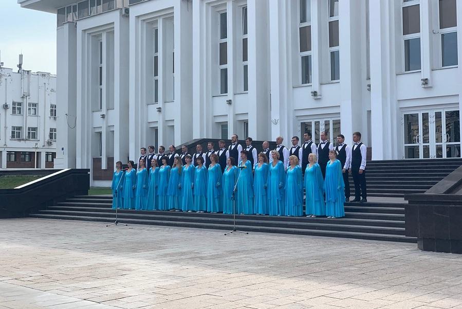 В Тамбове ко Дню флага Камерный хор имени Сергея Рахманинова исполнил гимн