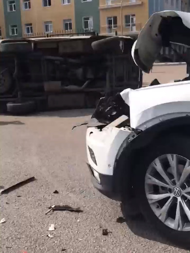 В Тамбове на улице Рылеева «Тигуан» снёс «буханку»