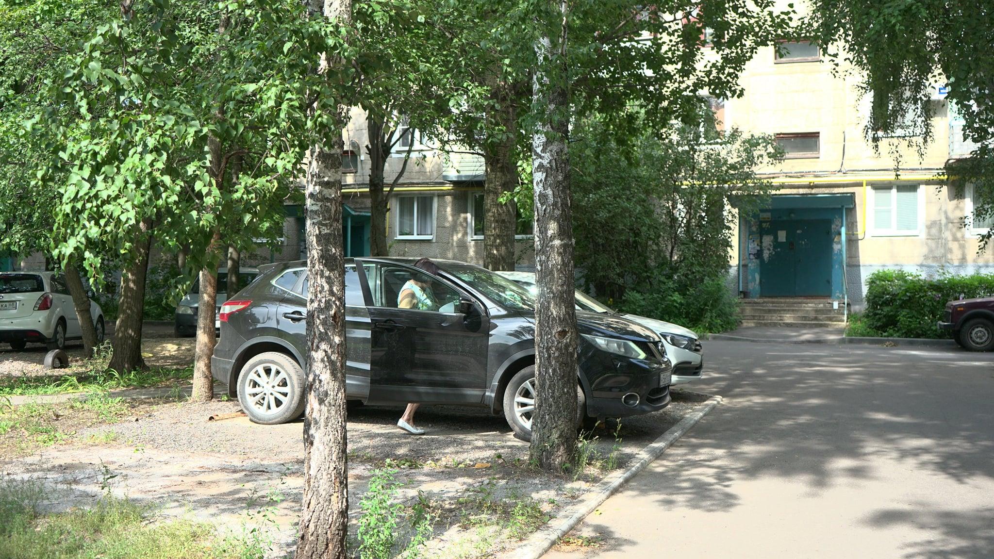 В Тамбове начали демонтировать незаконные шлагбаумы и парковки