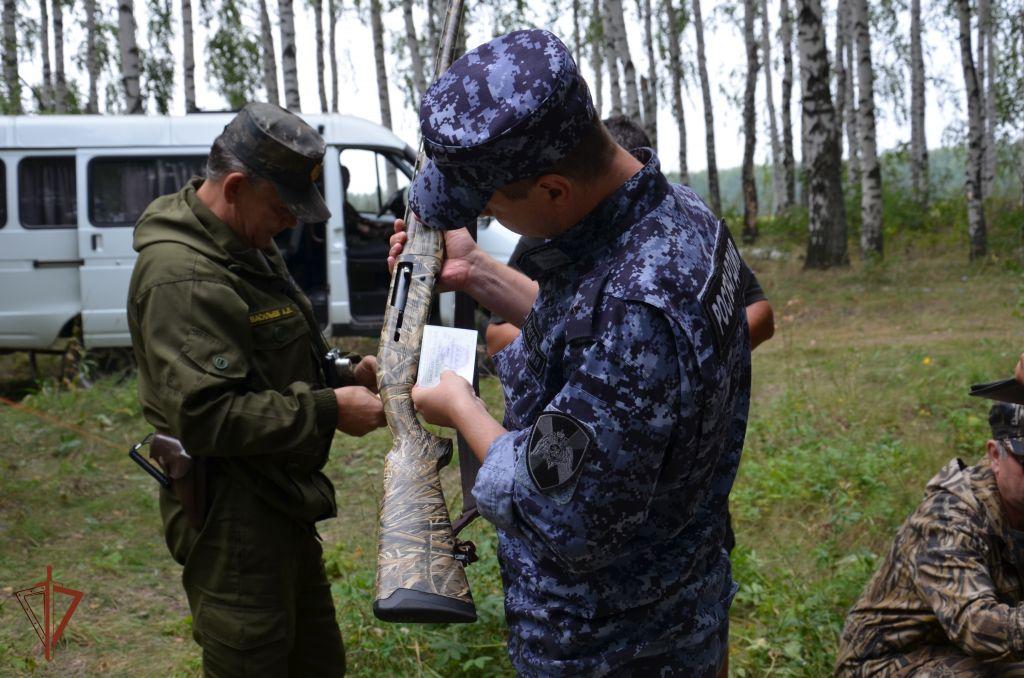 В Тамбовской области росгвардейцы проверили владельцев оружия