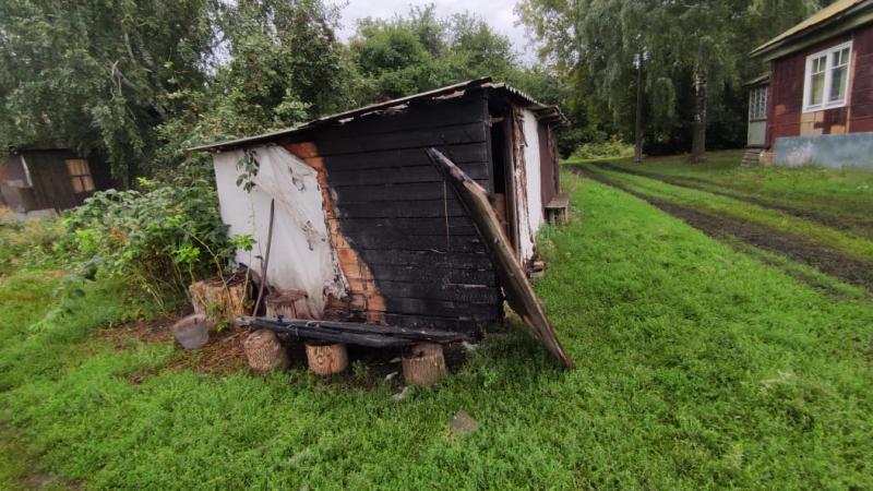 В Тамбовской области вымогающие у фермера деньги мужчины подожгли ему сарай