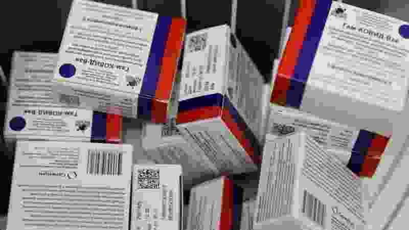В Тамбовскую область привезли новую партию вакцин «Спутник V» и «Спутник лайт»
