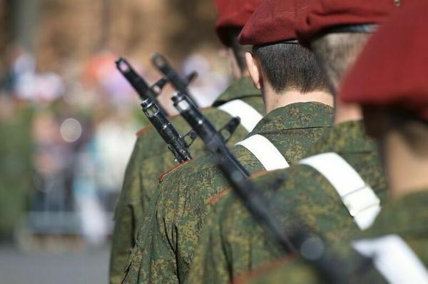 Военнослужащие и силовики получат единовременную выплату в 15 тысяч рублей