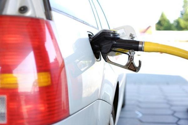 Житель Тамбовской области сможет купить на среднюю зарплату всего 598 литров бензина
