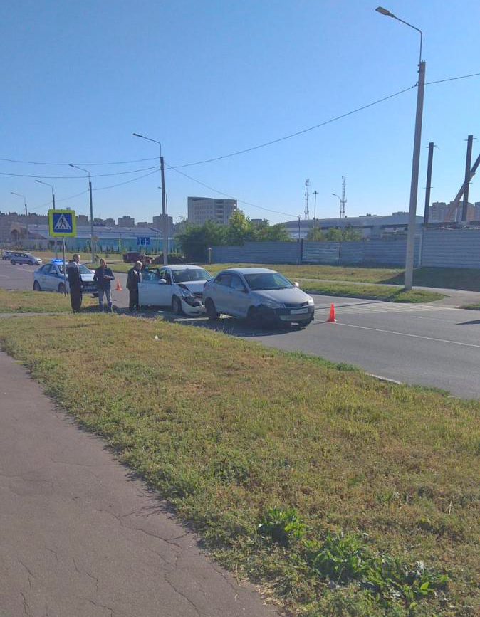 На севере Тамбова иномарка после ДТП отлетела в пешехода