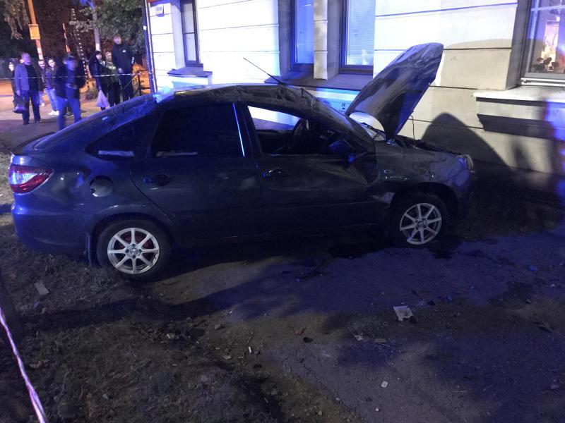 На улице Гастелло в Тамбове «Лада Гранта» сбила двух подростков на тротуаре