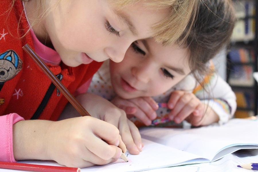 На выплаты семьям с детьми 3-7 лет в России выделят 960 миллиардов рублей