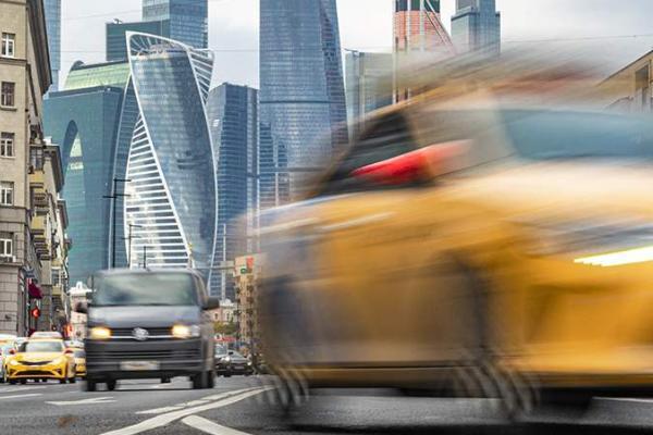 Нарушителей ПДД могут отстранить от вождения такси