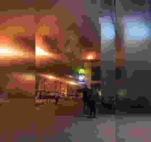 Ночью в Тамбове в ТРЦ «Рио» загорелось кафе на крыше